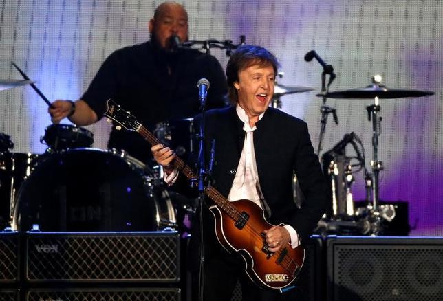 1月18日、元ビートルズのメンバー、英歌手ポール・マッカートニーさんは、ビートルズ時代の楽曲の著作権返還を求めて、世界最大の音楽出版会社ソニー/ATVミュージックパブリッシングをニューヨークの連邦裁判所に提訴した。写真は昨年10月米国で撮影(2017年 ロイター/Mario Anzuoni)