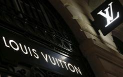 LVMH est sur le point de prendre une participation susceptible d'atteindre 10% au capital du lunetier italien non coté Marcolin dans le but de s'assurer un meilleur contrôle sur sa production. /Photo prise le 4 octobre 2016/REUTERS/Régis Duvignau