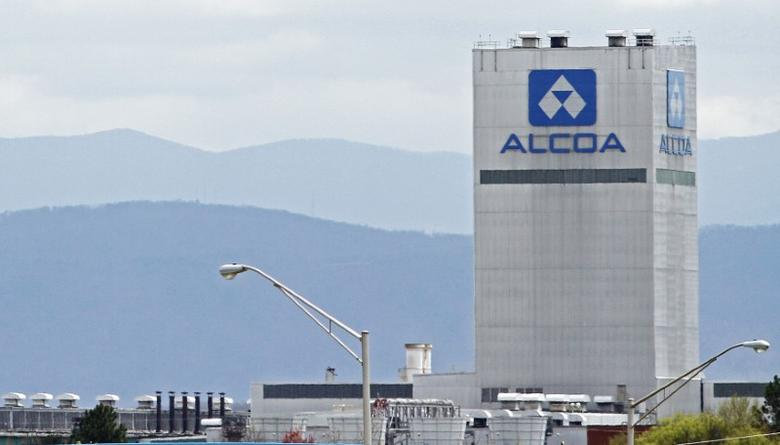 An Alcoa aluminum plant in Alcoa, Tennessee, U.S. is seen in this April 8, 2014 file photo. REUTERS/Wade Payne/File Photo