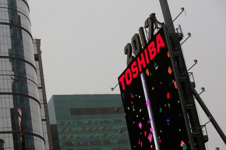 Workers prepare the New Year's eve numerals above a Toshiba sign in Times Square in Manhattan, New York City, U.S., December 26, 2016. REUTERS/Andrew Kelly