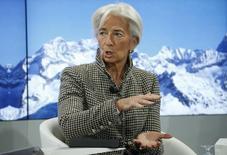 Кристин Лагард на экономическом форуме в Давосе. Протекционистская политика избранного президента США Дональда Трампа, скорее всего, отрицательно скажется на экономике, перевесив любые благоприятные последствия мер стимулирования, сказала в пятницу глава Международного валютного фонда (МВФ).  REUTERS/Ruben Sprich