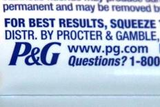 El logo de Procter & Gamble (PG)  en una pasta de dientes en Los Ángeles, California. 25 de abril 2016. Procter & Gamble Co, el fabricante del detergente Tide y de los pañales Pampers, reportó el viernes ventas y ganancias trimestrales mejores a lo esperado, gracias a la demanda de sus productos destinados a la salud. REUTERS/Lucy Nicholson