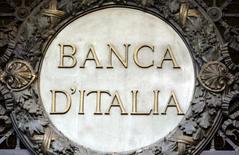 L'économie italienne devrait enregistrer en 2017 une troisième année de faible croissance après 2016 et 2015, a annoncé vendredi la Banque d'Italie, qui juge que les perspectives ont plus de chances de se détériorer que de s'améliorer. /Photo d'archives/REUTERS/Stefano Rellandini
