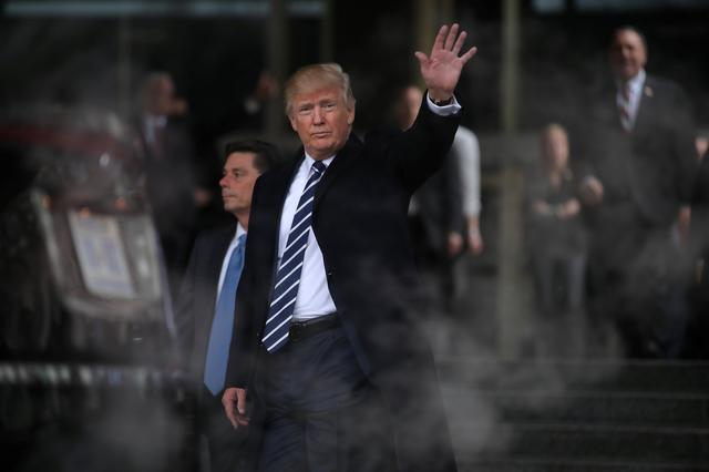 U.S. President Donald Trump waves as he leaves the Central Intelligence Agency (CIA) headquarters after delivering remarks during a visit in Langley, Virginia U.S., January 21, 2017.  REUTERS/Carlos Barria