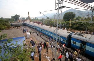 Train derails in Andhra Pradesh