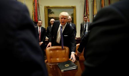 """طالبان تطالب ترامب بالانسحاب من """"مستنقع"""" أفغانستان"""