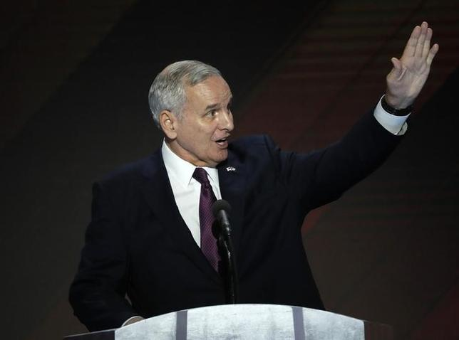 Minnesota Governor Mark Dayton speaks on the final night of the Democratic National Convention in Philadelphia, Pennsylvania, U.S. July 28, 2016. REUTERS/Mike Segar - RTSK5R2