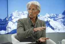 El Fondo Monetario Internacional (FMI) mantuvo el lunes sus previsiones de crecimiento para la economía española hasta 2018, aunque advirtió que era necesario continuar con el proceso de reformas estructurales para reducir el desempleo y mejorar la productividad. En la foto, Christine Lagarde, directora general del FMI en la reunión anual del Foro Económico Mundial en Davos el 18 de enero de 2017. REUTERS/Ruben Sprich