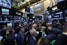 Wall Street ouvre encore en repli mardi. L'indice Dow Jones recule de 0,27% à 19.918,17 points dans les premiers échanges. Le Standard & Poor's 500, plus large, perd 0,21% à 2.276,17 points et le Nasdaq Composite cède 0,27% à 5.598,72 points. /Photo prise le 20 janvier 2017/REUTERS/Stephen Yang
