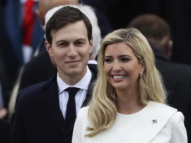 1月31日、トランプ米大統領の娘婿で上級顧問のジャレッド・クシュナー氏(写真左)は、ニューヨーク5番街666番地にある39階建てビルの持ち分を売却した。写真右は婦人でトランプ大統領の娘のイバナ・トランプ氏。ワシントンで20日撮影(2017年 ロイター/Carlos Barria)
