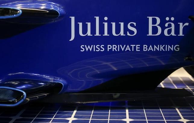2月1日、スイスのプライベートバンク、ジュリアス・ベアが発表した2016年の調整後純利益は7億0550万スイスフラン(7億1220万ドル)となり、ロイター調査の予想平均(6億7900万フラン)を上回った。写真はジュリアス・ベアのロゴ。昨年5月撮影(2017年 ロイター/Alessandro Bianchi)