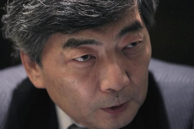 2月1日、篠原尚之元財務官はロイターの電話インタビューに応じ、トランプ米大統領が日本の為替政策や金融政策を批判したことに対し、日銀が必要と判断した場合は追加緩和をやらないといけないと述べた。写真は2013年11月撮影(2017年 ロイター/Dinuka Liyanawatte)