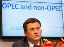 El ministro de Energía ruso, Alexander Novak, en una rueda de prensa en la sede de la OPEP en Viena, dic 10, 2016. La producción de petróleo mundial se redujo en 1,4 millones de barriles por día (bpd) el mes pasado, dijo el miércoles el ministro de Energía ruso, Alexander Novak, al presidente Vladimir Putin, citando datos preliminares.  REUTERS/Heinz-Peter Bader