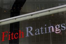 El  logo de Fitch Ratings en su casa matriz en Nueva York, feb 6, 2013. La agencia Fitch bajó el miércoles la calificación soberana en moneda extranjera de El Salvador a 'B' desde 'B+', con perspectiva negativa, debido en parte a la preocupación por una fuerte polarización política y un estancamiento legislativo.  REUTERS/Brendan McDermid