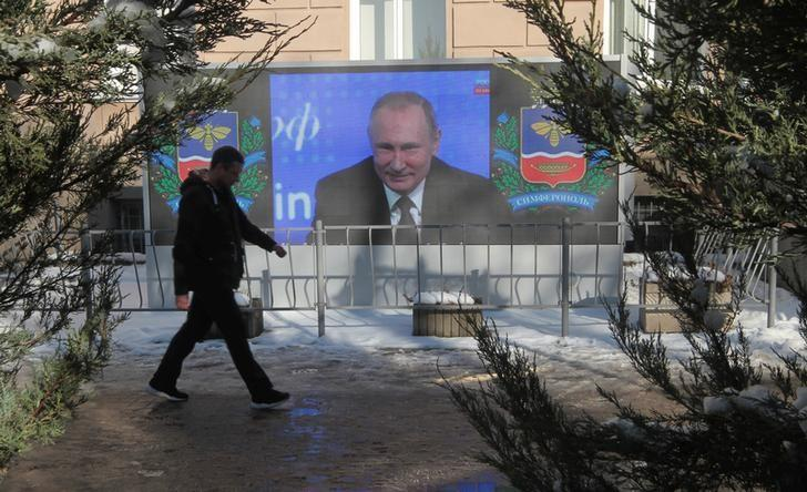 A screen, showing Russian President Vladimir Putin's annual end-of-year news conference, is on display in Simferopol, Crimea, December 23, 2016.  REUTERS/Pavel Rebrov