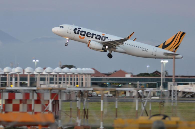 A Tiger Airways plane take-off from I Gusti Ngurah Rai airport in Denpasar,  Bali island, Indonesia  January 12, 2017 in this photo taken by Antara Foto. Antara Foto/Fikri Yusuf/ via REUTERS