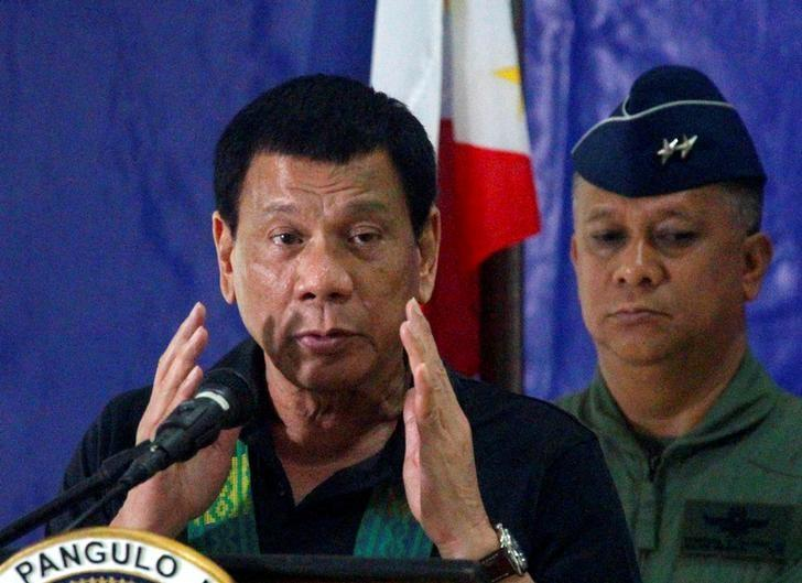 Philippine President Rodrigo Duterte speaks before soldiers during a visit at a military camp in Awang, Maguindanao in southern Philippines January 27, 2017. REUTERS/Marconi Navales/Files