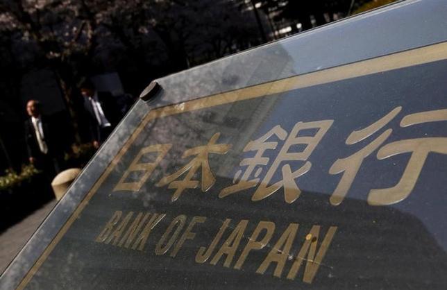 2月3日、日銀は急激な金利上昇を止めるため、特定の年限の国債買い入れを増やす「指値オペ」を実施した。写真は都内で昨年3月撮影(2017年 ロイター/Yuya Shino)