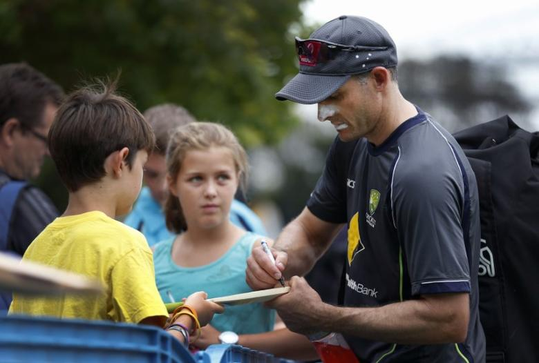 Australia's Mike Hussey signs autographs after batting in the nets during a practice session at the Sydney Cricket Ground January 2, 2013. The third test match between Australia and Sri Lanka begins in Sydney on Thursday. REUTERS/Tim Wimborne