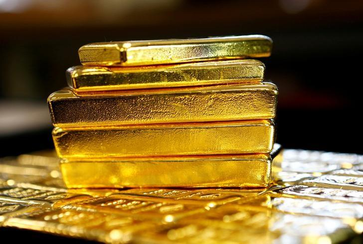Gold bars are seen at the Austrian Gold and Silver Separating Plant 'Oegussa' in Vienna, Austria, March 18, 2016.   REUTERS/Leonhard Foeger/File Photo