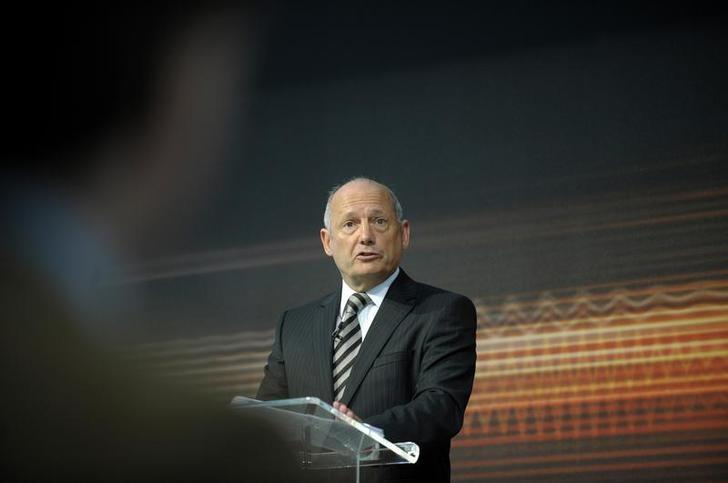 McLaren Automotive Executive Chairman Ron Dennis addresses the media at the official unveiling of the new MP4-12C road car at the McLaren Technology centre in Woking, southern England March 18, 2010.   REUTERS/Kieran Doherty/File Photo