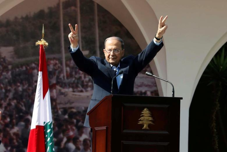 Lebanese President Michel Aoun gestures to his supporters during an event celebrating his presidency, at the presidential palace in Baabda, near Beirut, Lebanon November 6, 2016. REUTERS/Mohamed Azakir