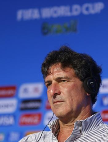 Former Argentine soccer player Mario Kempes attends a news conference ahead of the 2014 World Cup draw at the Costa do Sauipe resort in Sao Joao da Mata, Bahia state, December 5, 2013. REUTERS/Sergio Moraes