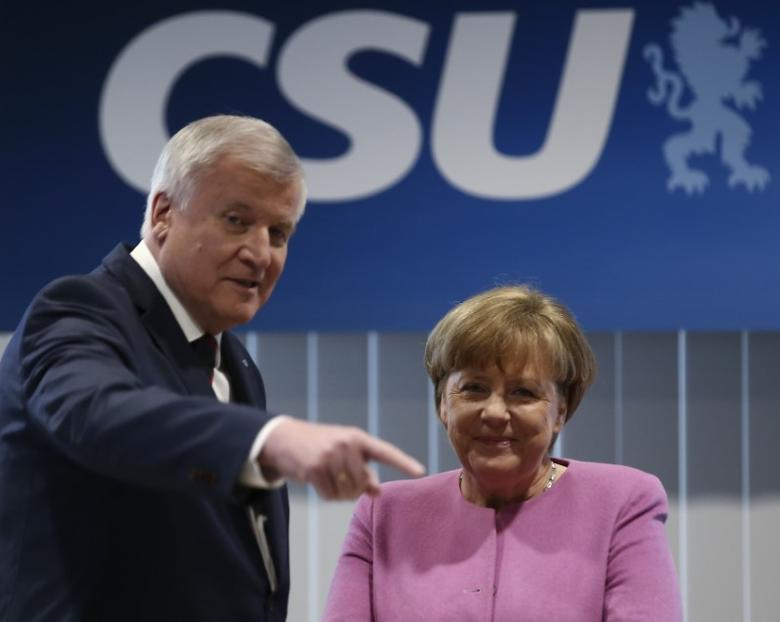 German Chancellor Angela Merkel and Bavarian state premier and CSU leader Horst Seehofer arrive for a meeting to discuss their differences over refugee policy in Munich, southern Germany, February 5, 2017.  REUTERS/Michael Dalder