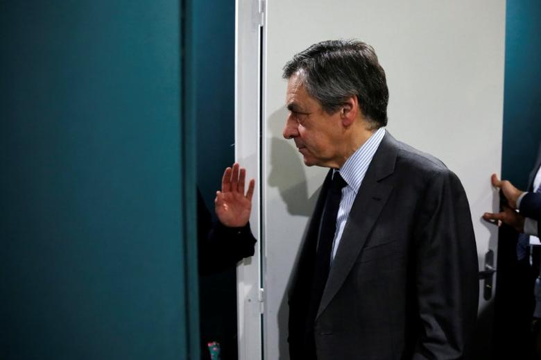 Francois Fillon, former French prime minister, member of The Republicans political party and 2017 presidential candidate of the French centre-right, visits the Salon des Entrepreneurs (Entrepreneurship fair) in Paris, France, February 1, 2017. REUTERS/Benoit Tessier