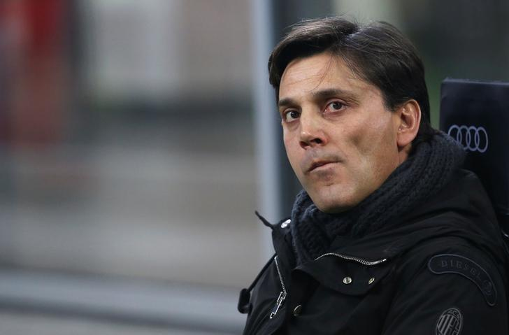 Football Soccer - AC Milan v Napoli - Italian Serie A - San Siro stadium, Milan, Italy - 21/01/17 - AC Milan's coach Vincenzo Montella sits on the bench before the match. REUTERS/Stefano Rellandini/File Photo