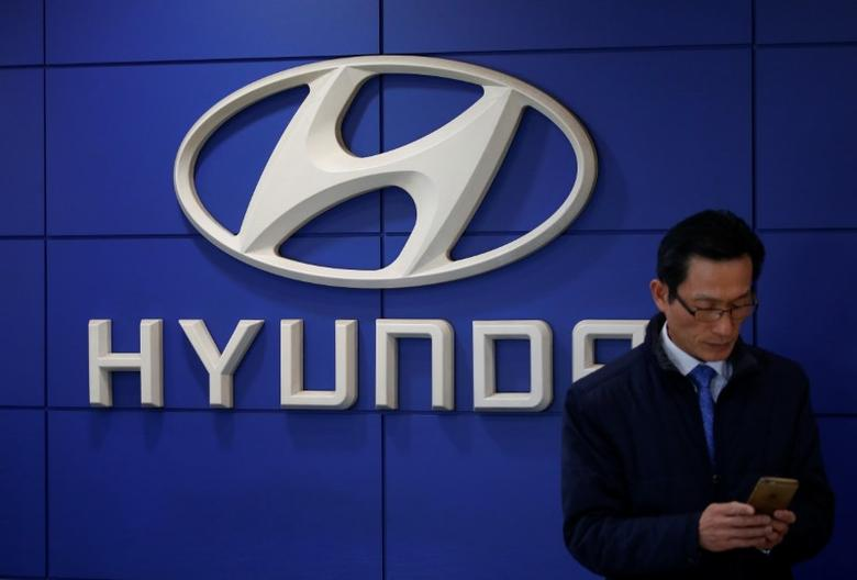 The logo of Hyundai Motor is seen at its dealership in Seoul, South Korea, December 15, 2016.  REUTERS/Kim Hong-Ji