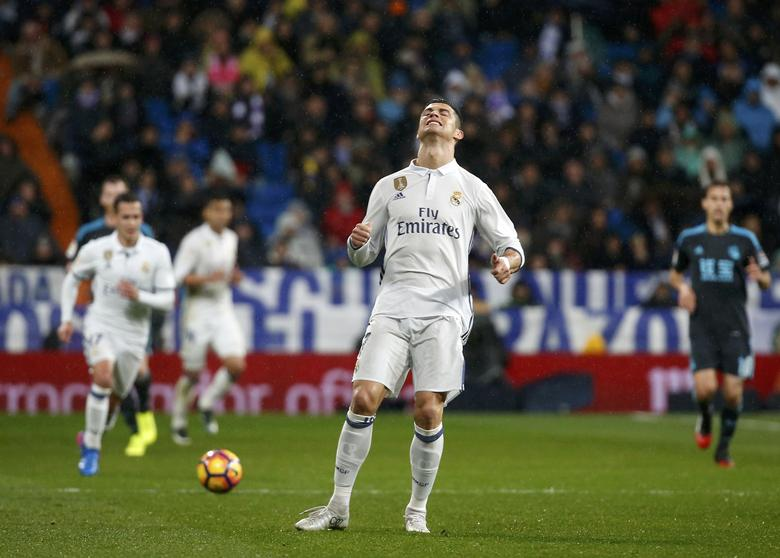 Football Soccer - Real Madrid v Real Sociedad - Spanish Liga Santander - Santiago Bernabeu, Madrid, Spain - 29/01/17 Real Madrid's Cristiano Ronaldo reacts.  REUTERS/Susana Vera