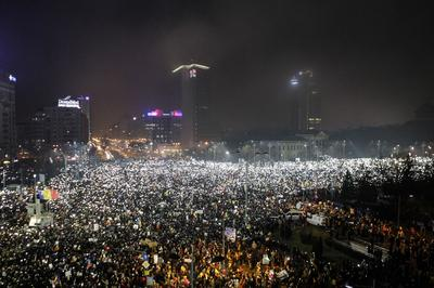 Massive street protests grip Romania
