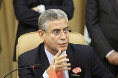 El Banco Mundial planea ofrecer a Irak apoyo financiero en paralelo con proyectos para promover la reconciliación tras la derrota del Estado Islámico, dijo el lunes su director regional, para garantizar que la reconstrucción sea sostenible después de años de conflicto. En la imagen de archivo, el director para Oriente Medio del organismo internacional, Ferid Belhaj, durante una rueda de prensa en Bagdad. 12 de julio de 2015. REUTERS/Khalid al-Mousily