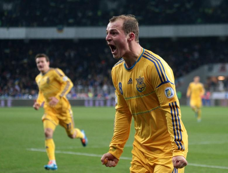 FILE PHOTO: Ukraine's Roman Zozulya (front) celebrates his goal with team mates during their 2014 World Cup qualifying first leg playoff soccer match against France at the Olympic stadium in Kiev, Ukraine, November 15, 2013. REUTERS/Konstantin Chernichkin