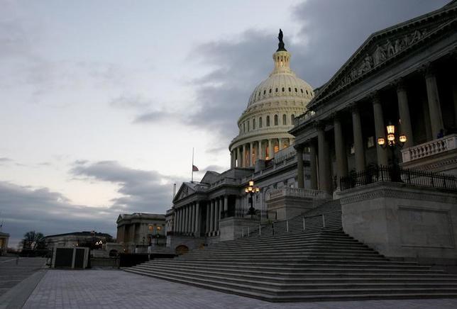 2月6日、ゴールドマン・サックスのエコノミストは、米経済をめぐるリスクバランスは幾分マイナス方向に傾いているとの認識を示した。写真は2006年1月、ワシントンで撮影された米連邦議事堂(2017年 ロイター/Jim Bourg)