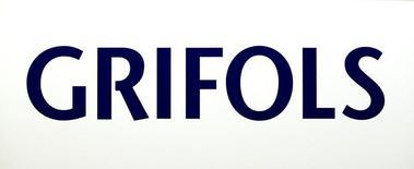 El fabricante de hemoderivados Grifols anunció el lunes que ha cerrado la refinanciación de deudas por importe de 6.300 millones de dólares tras concluir el mes pasado la compra del negocio de diagnóstico transfusional de Hologic, la segunda mayor operación de su historia.       Imagen del logo de Grifols tomada el 27 de mayo de 2016. REUTERS/Albert Gea