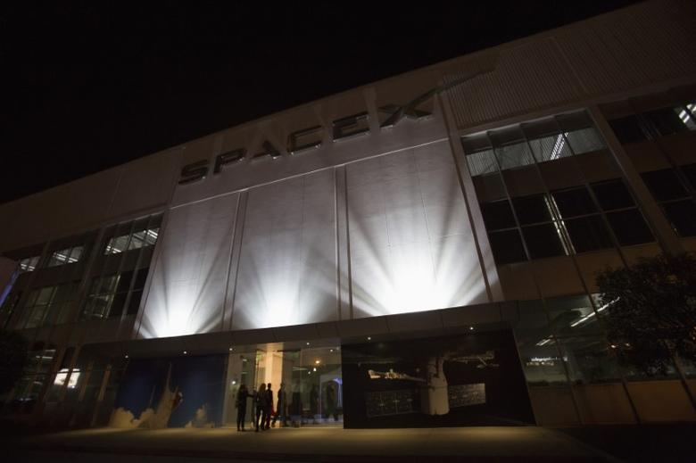 An exterior of the SpaceX headquarters in Hawthorne, California May 29, 2014.REUTERS/Mario Anzuoni