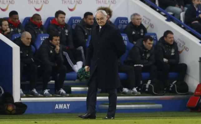 2月6日、サッカーのイングランド・プレミアリーグ、岡崎慎司が所属するレスターのクラウディオ・ラニエリ監督(写真)は、チームの信頼を失ったとの報道に対し、選手たちに支持されていると反論した。レスターで5日撮影(2017年 ロイター)