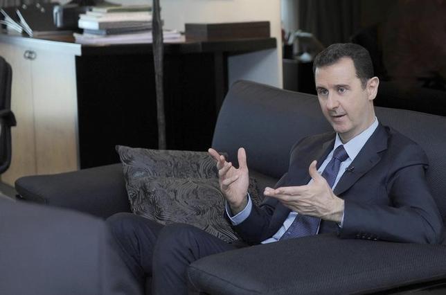 2月7日、シリアのアサド大統領は、トランプ米大統領がイスラム国(IS)など「イスラム過激派テログループ」打倒を外交政策の最優先課題に挙げたことは期待できると述べた。写真は国営通信SANAから2013年8月に提供されたもの(2017年 ロイター/SANA/Handout via Reuters)