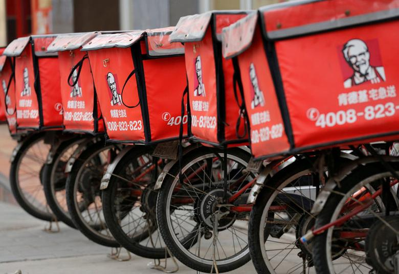 FILE PHOTO -  Logos of KFC, owned by Yum Brands Inc, are seen on its delivery bicycles in front of its restaurant in Beijing February 25, 2013.   REUTERS/Kim Kyung-Hoon/File Photo
