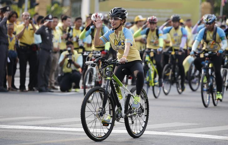 Thailand's Princess Bajrakitiyabha waves to crowd as she cycles in the ''Bike for Dad'' event in Bangkok, Thailand, December 11, 2015. REUTERS/Chaiwat Subprasom
