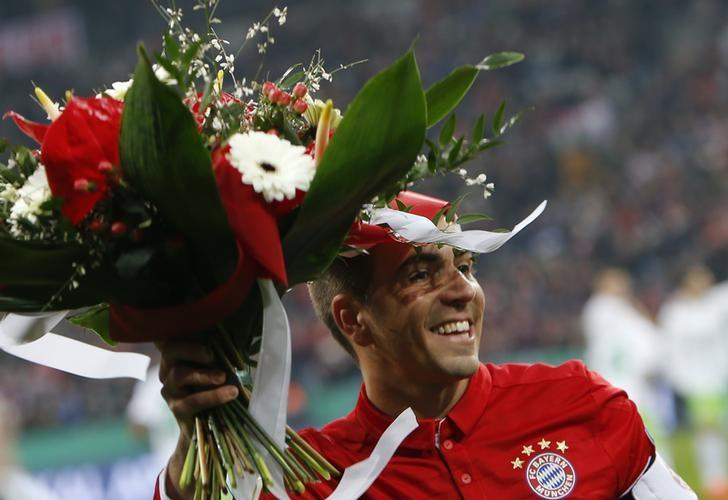 Football Soccer - Bayern Munich v VFL Wolfsburg - German Cup (DFB Pokal) - Allianz Arena Munich, Germany - 7/2/17 - Bayern Munich's Philipp Lahm receives flowers before his match against VFL Wolfsburg. REUTERS/Michaela Rehle