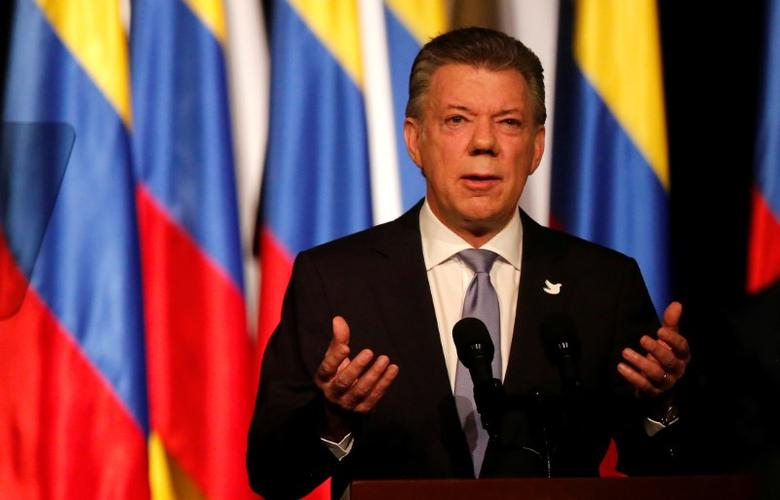 Colombia's President Juan Manuel Santos gives his speech after signing a new peace accord with Marxist FARC rebel leader Rodrigo Londono, known as Timochenko, in Bogota, Colombia November 24, 2016. REUTERS/Jaime Saldarriaga
