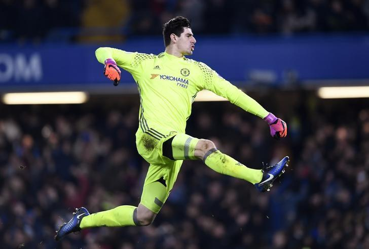 Britain Football Soccer - Chelsea v Stoke City - Premier League - Stamford Bridge - 31/12/16 Chelsea's Thibaut Courtois celebrates their third goal  Action Images via Reuters / Tony O'Brien Livepic