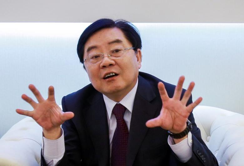 Xu Jianyi, chairman of  FAW Group Corp, gestures as he attends an event in Shanghai April 20, 2013.  REUTERS/Stringer/File Photo