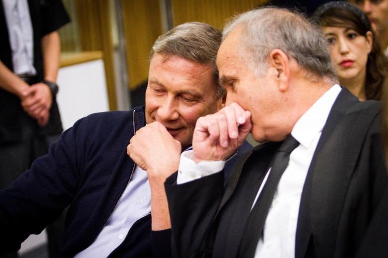 Nochi Dankner (L), once one of Israel's most powerful businessmen, attends a sentencing hearing at the Tel Aviv District court, Israel December 5, 2016. REUTERS/Shlomi Yosef/Pool