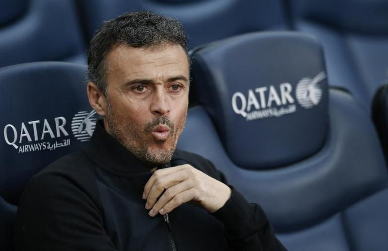 Football Soccer - Barcelona v Athletic Bilbao - Spanish La Liga Santander - Camp Nou stadium, Barcelona, Spain, 04/02/17 Barcelona's coach Luis Enrique Martinez reacts in the bench before match. REUTERS/Albert Gea -