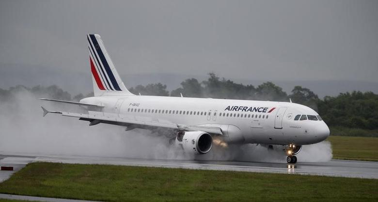 An Air France aircraft lands at Manchester Airport in Manchester, Britain June 28, 2016. REUTERS/Andrew Yates -