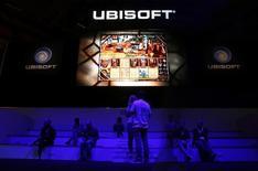 Ubisoft à suivre vendredi à la Bourse de Paris. La compagnie a annoncé jeudi un chiffre d'affaires pour le troisième trimestre de son exercice 2016-2017 de 529,9 millions d'euros, en repli de 5,7%, contre un objectif fixé à 560 millions d'euros. /Photo d'archives/REUTERS/Kai Pfaffenbach